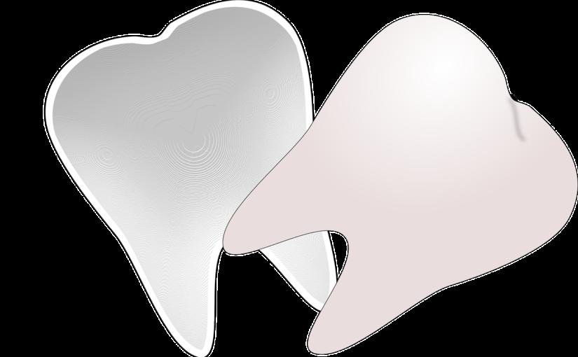 Piękne nienaganne zęby również efektowny przepiękny uśmiech to powód do zadowolenia.